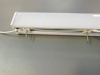 Aplica LED de baie cu priza incorporata