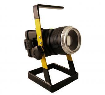 Proiector LED portabil cu focalizare