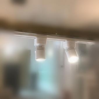 Minispot LED orientabil pentru raft alb